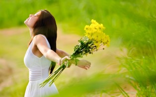 brunette-girl-with-flowers-wide